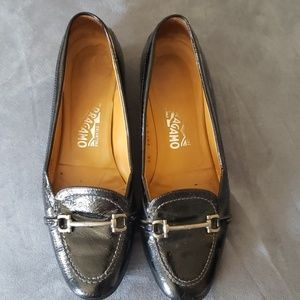 FERRAGAMO WOMENS SIZE 8 LOAFERS!
